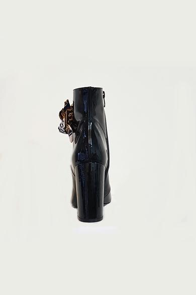 Stivaletto in pelle nera verniciata made in italy tacco 11 con lacci di materiale originale dall'Africa